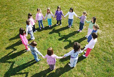 مزایای بازی و فعالیت های گروهی برای کودکان